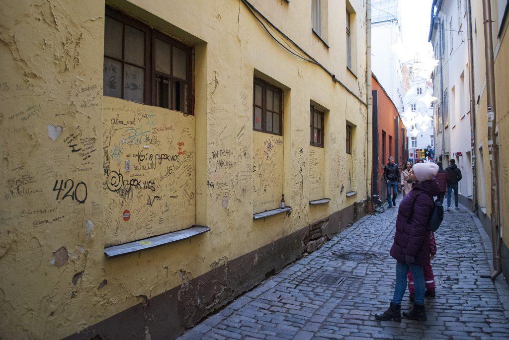 Надписи на стенах Риги