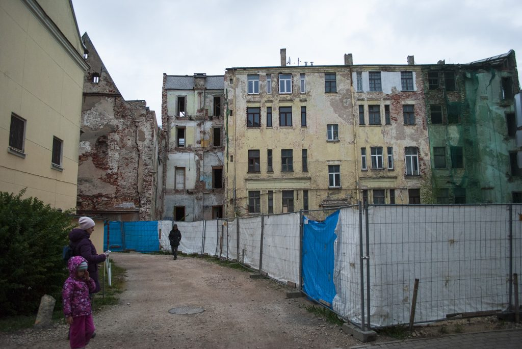 Разрушенное здание в старой Риге
