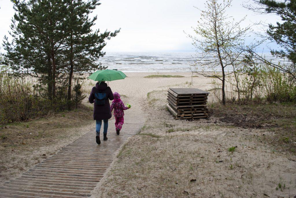 дорога к пляжу в юрмале