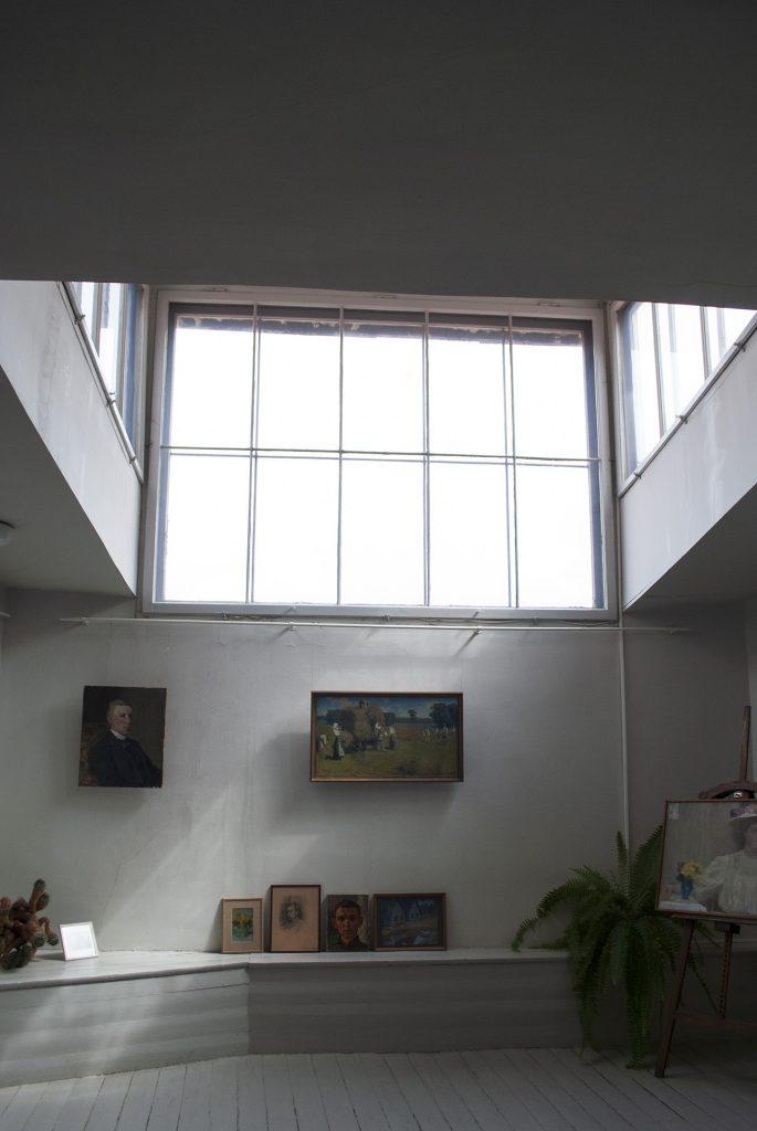 Окно в рабочем кабинете Яна Розенталя