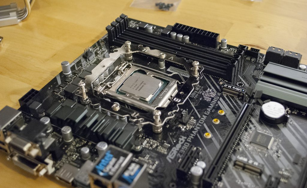 Intel i7 8700 в материнке asrock phantom gaming 4