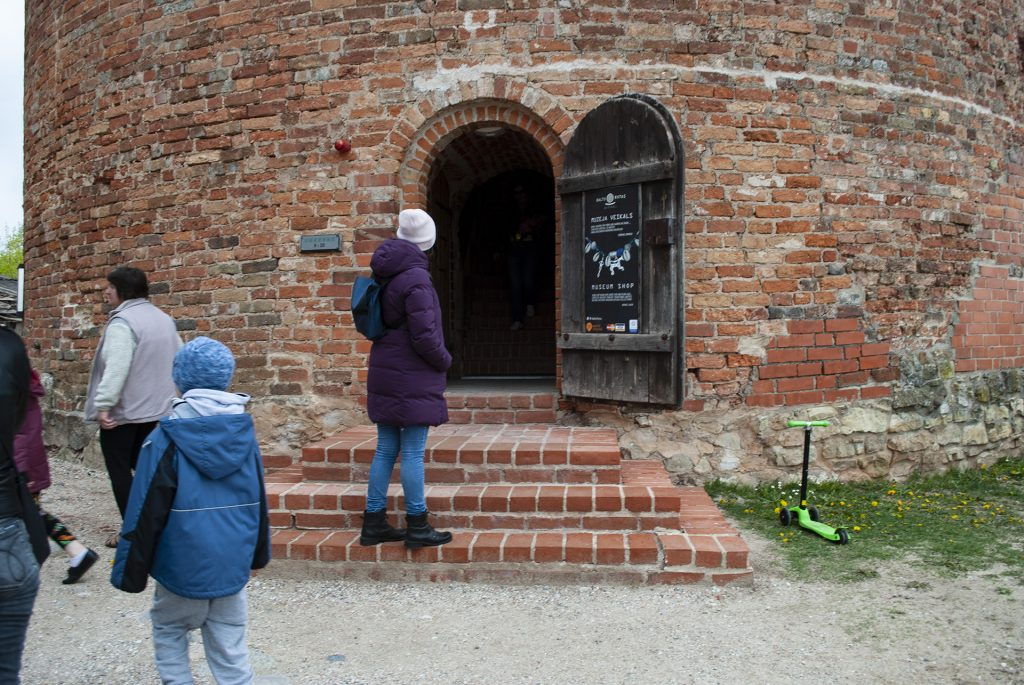 Вход в башню Турайдского замка