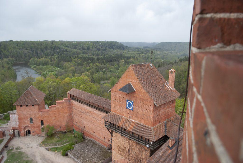 Обзор с башни турайдского замка