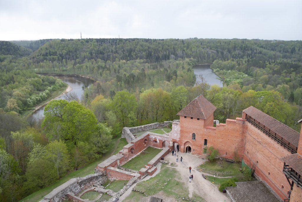 Вид на реку с башни турайдского замка