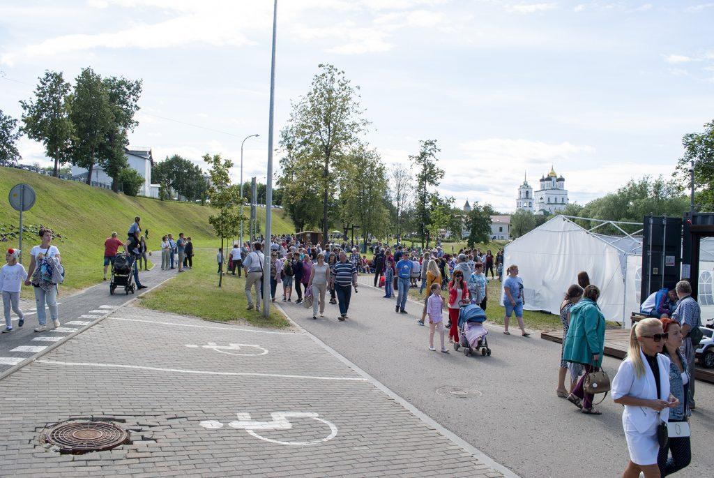 Посетители фестиваля в финском парке
