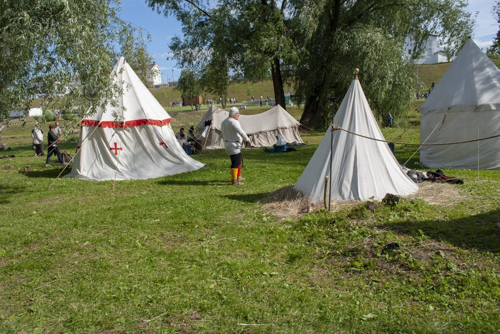 реконструктор у палаток в ганзейские дни