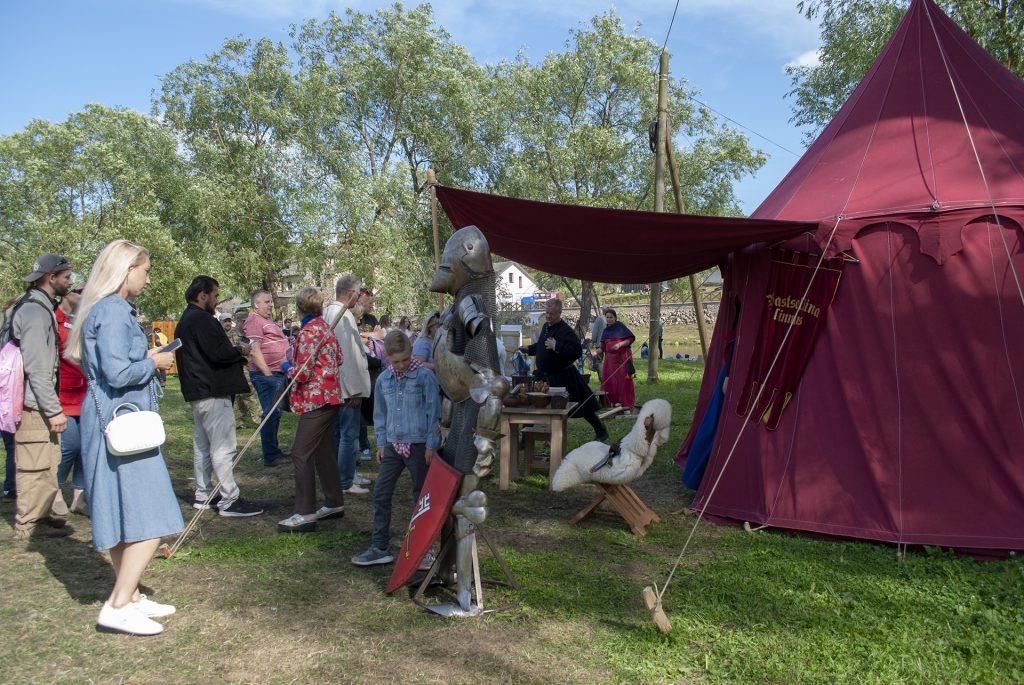 сувениры в палатке у реконструкторов