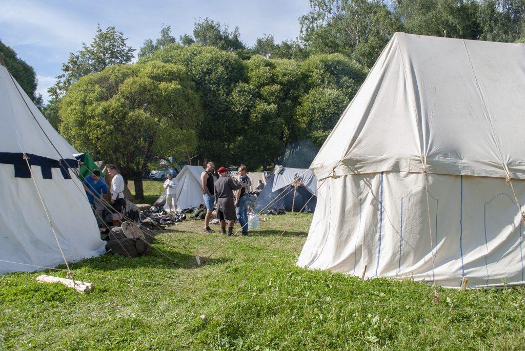 реконструкторы в лагере на ганзейских днях