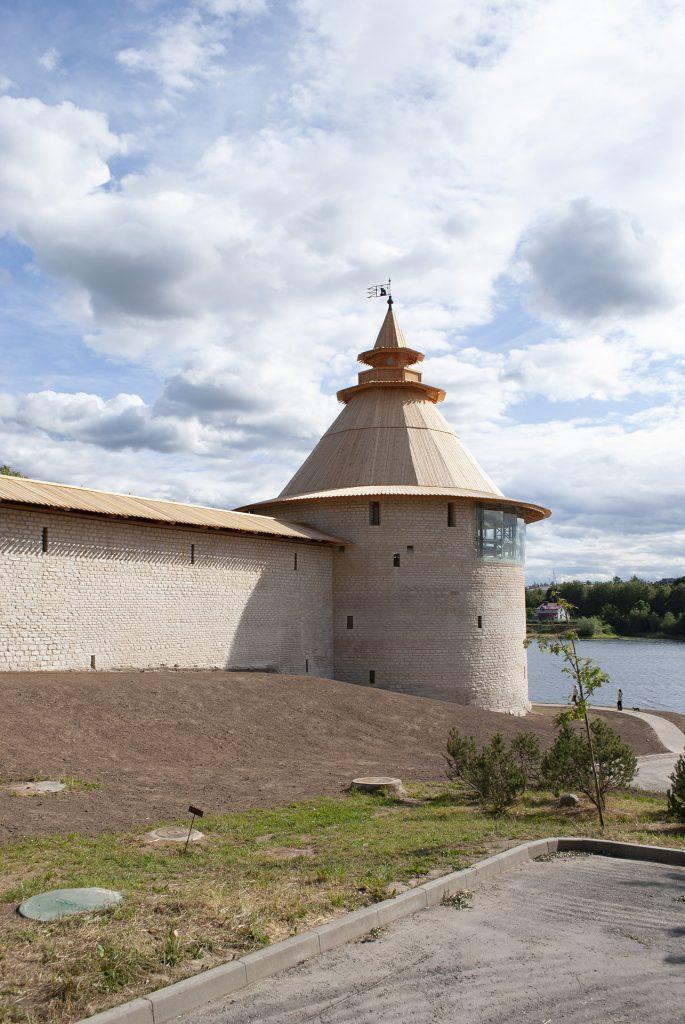 внешняя стена Варлаамовской башни во Пскове