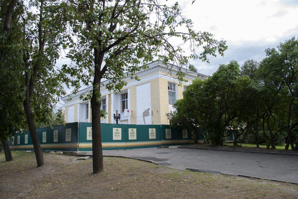 кинотеатр октябрь на площади победы во пскове