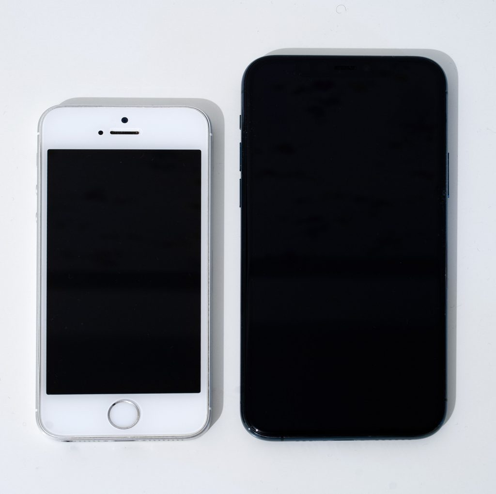 сравнение iphone se и 11 pro