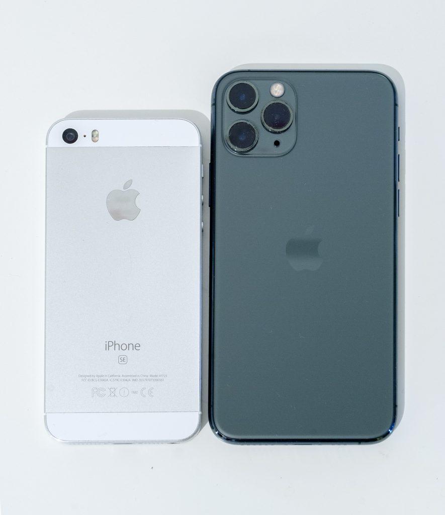 задние стороны iphone 11 pro и se