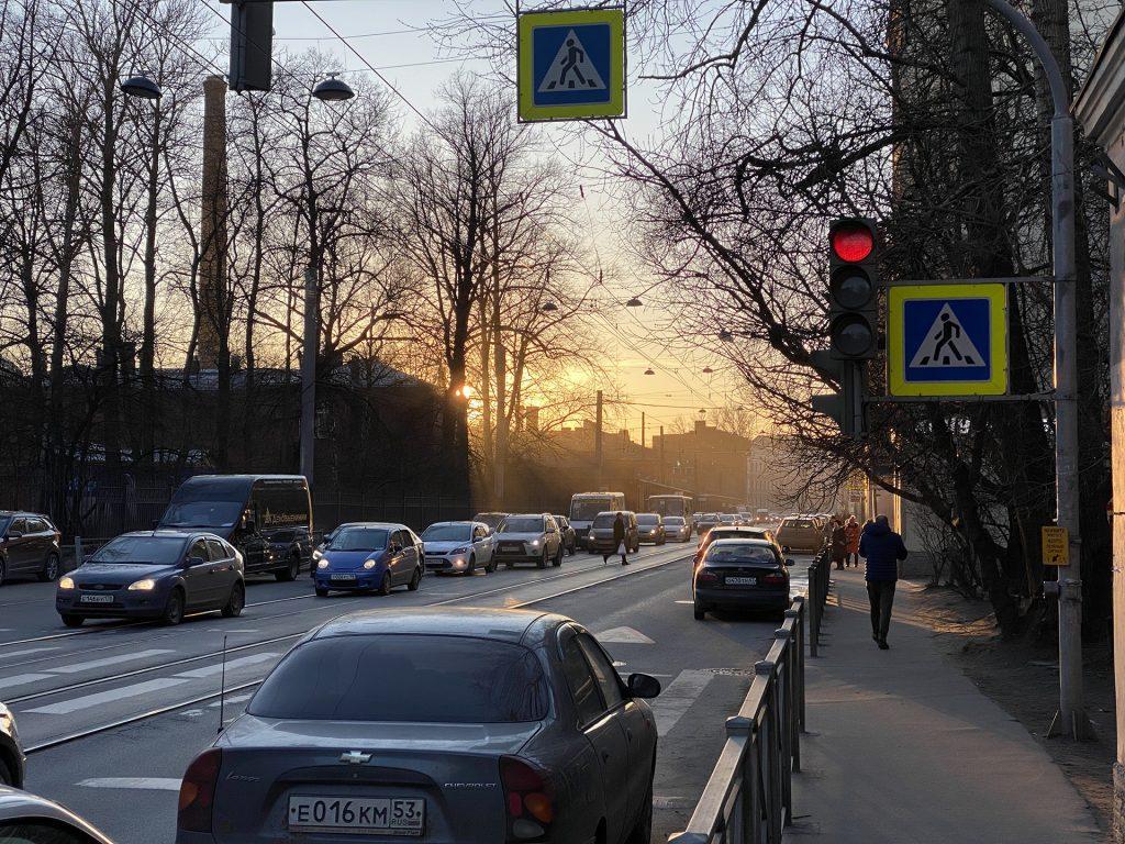 закат в городе снятый iphone 11 pro телекамерой