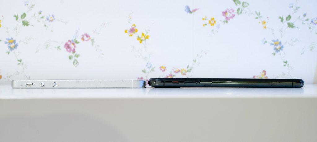 сравнение толщины iphone 11 pro и se