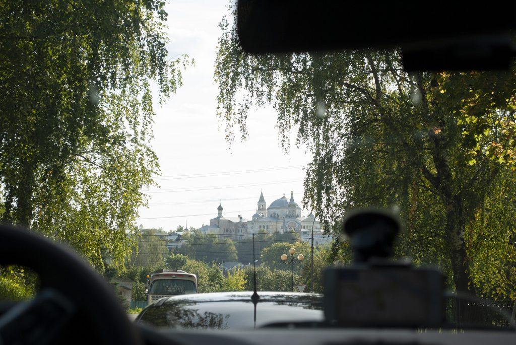 Виды из машины из пробки в Торжке