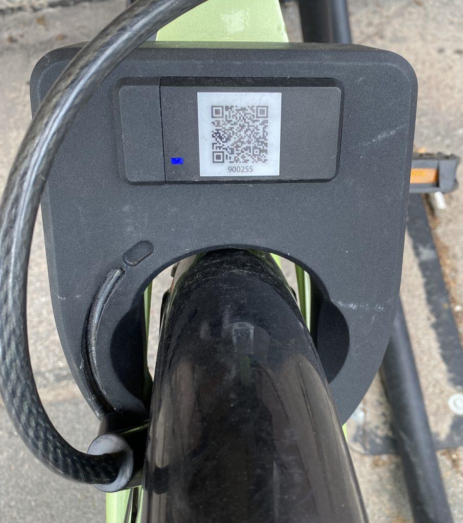 замок smartbike над задним колесом