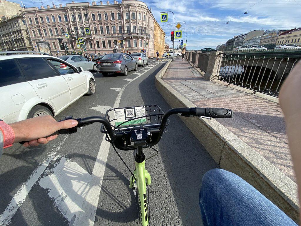 на смартбайке по велодорожке на Фонтанке