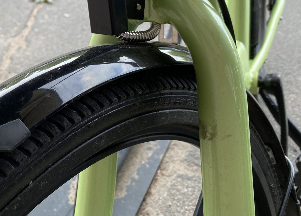 Надпись на резине smartbike