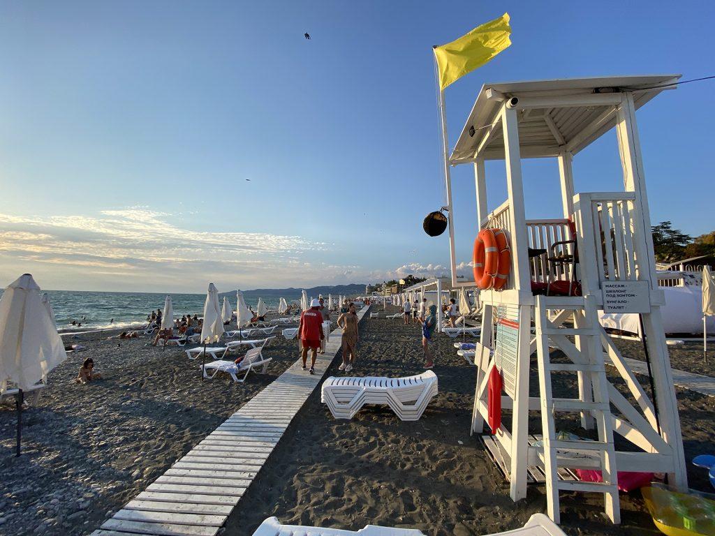 Пляж звёздный в Сочи