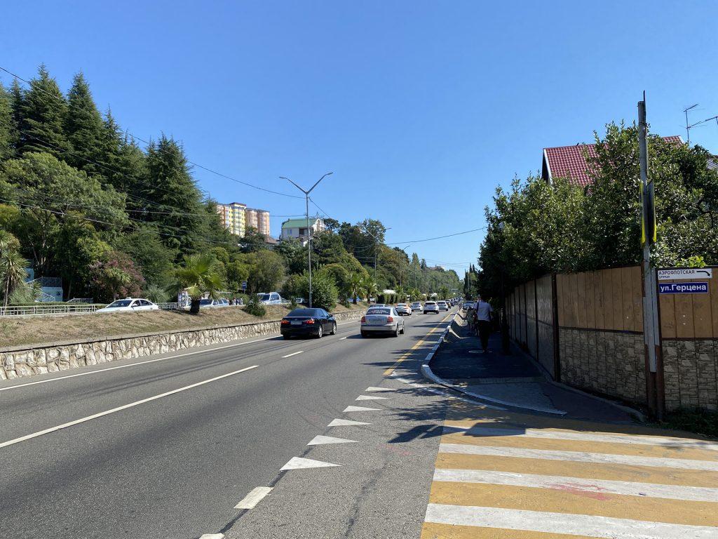 Улица Ленина в курортном городке Адлера