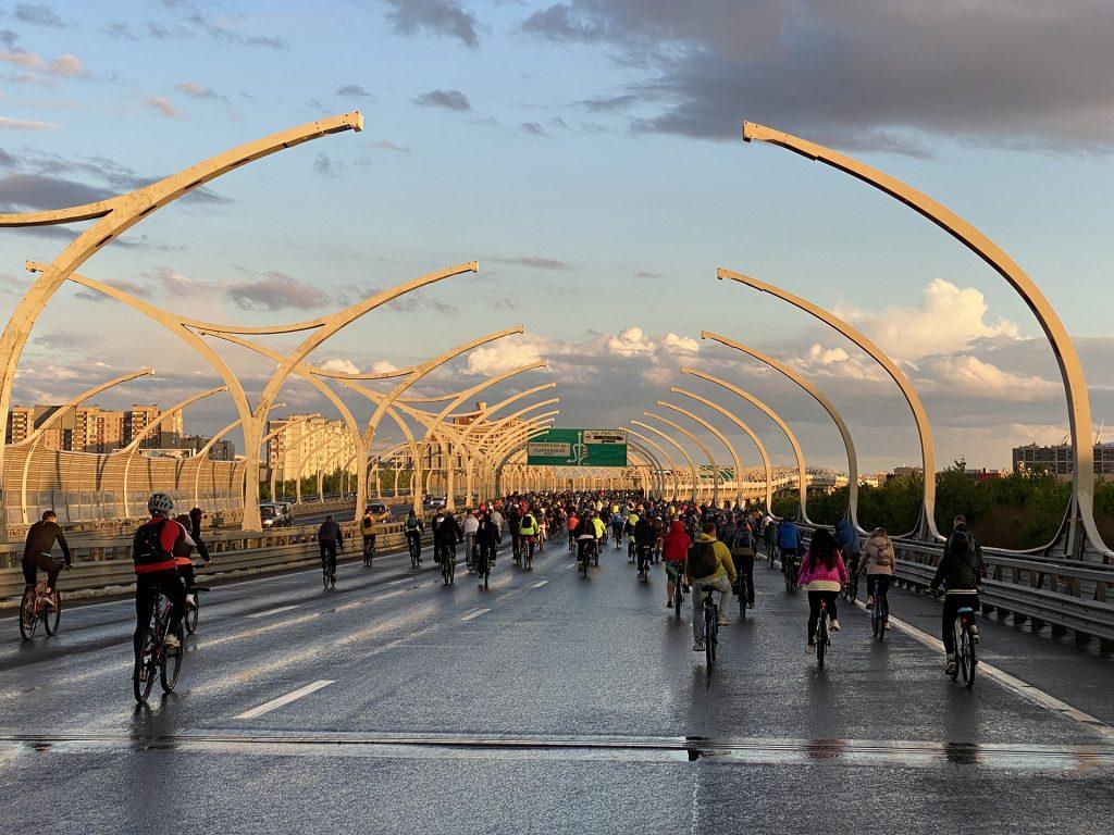 колонна велосипедистов на зсдфесте