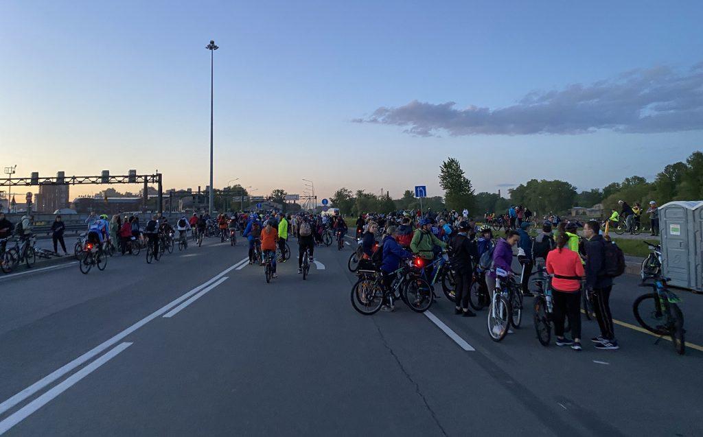 велосипедисты на финише зсдфеста