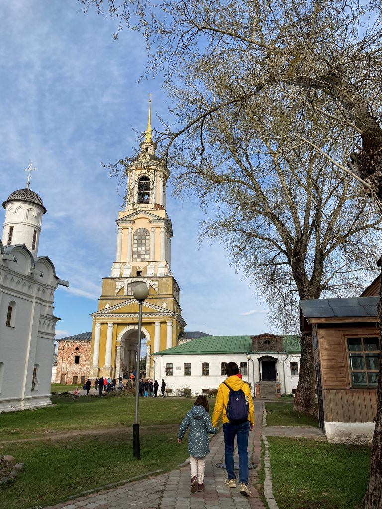 Преподобенская колокольня Ризоположенского монастыря в суздале