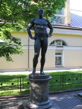 Памятник Карелину на Каменном острове
